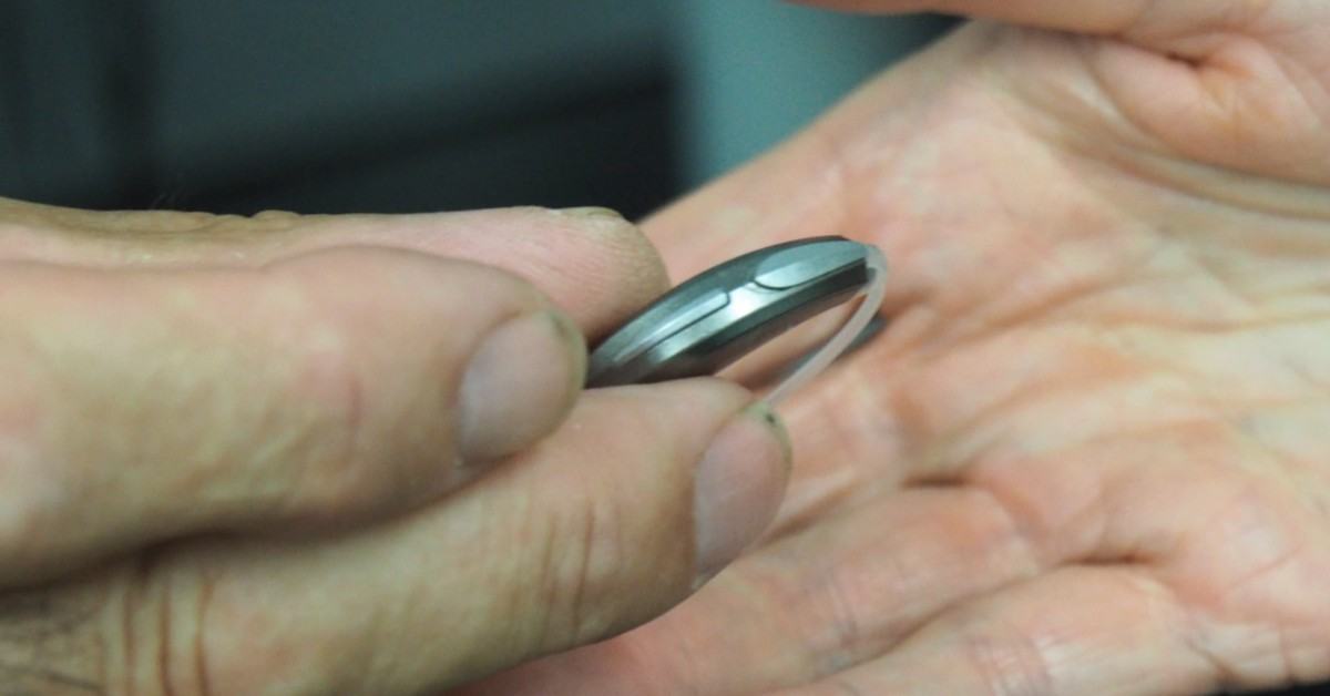 picture of person holding hearing aids from platinum hearing aids in detroit